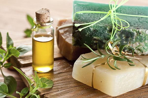 C mo hacer jab n con aceite de oliva - Como sacar aceite del piso ...